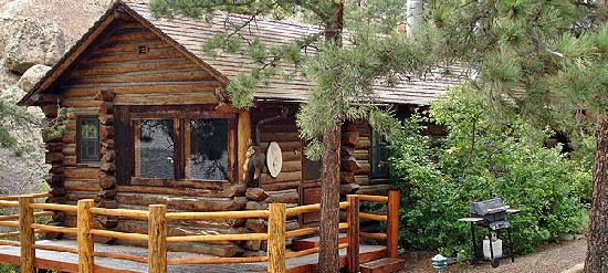 Black Canyon Inn: The Columbine Cabin is a popular year round rental and is ideal for a romantic Rocky Mountain ge