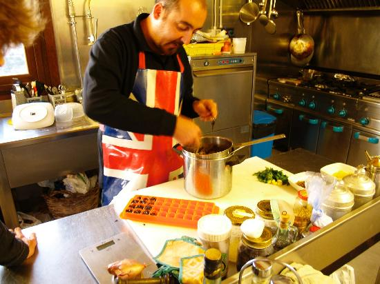 Modicarte: Maurizio demonstrating making Modica chocolate
