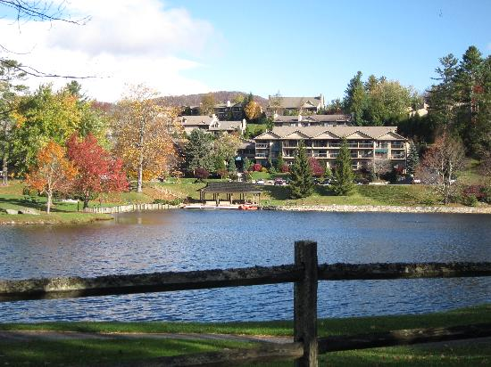 Chetola Resort at Blowing Rock: complex view across lake