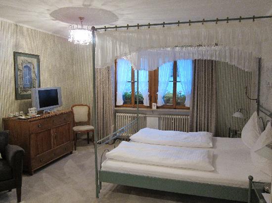 Burghotel: bedroom
