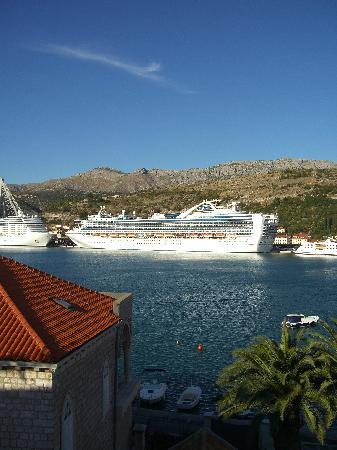 Hotel Lapad: View from Room No. 37 over Gruz Harbour