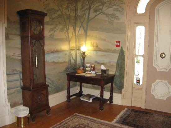 Mayhurst Inn: Murals in the entry hall