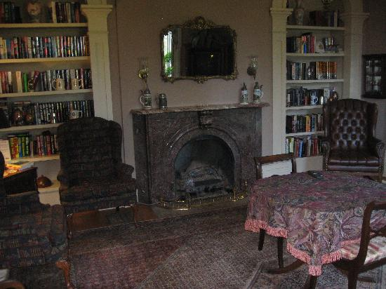 Mayhurst Inn: Library