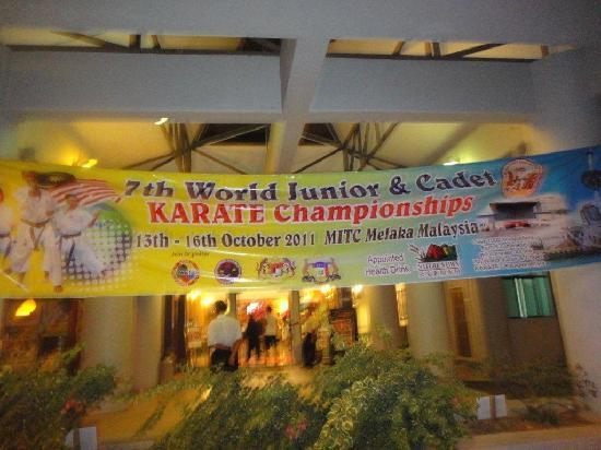 MITC Ancasa Hotel Melaka: Entrée de l'hotel à la période du Championnat  du monde de karaté en Oct 2011