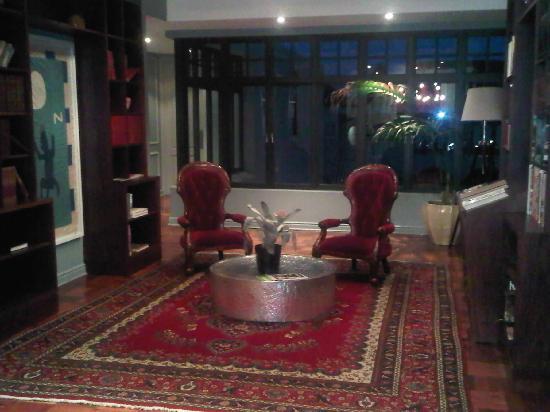 โรงแรมเดอะวินสตั้น: Bibliothek
