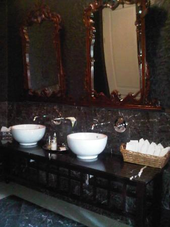 The Winston Hotel: Toilettenbereich Restaurant