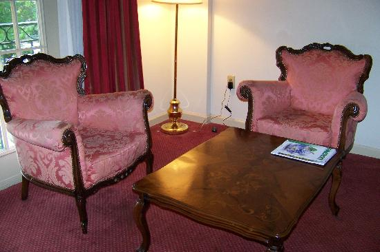 The Siena Hotel, Autograph Collection: Sitting area in room
