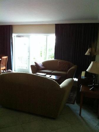 Sea Lord Hotel & Suites: The sitting area of room 202