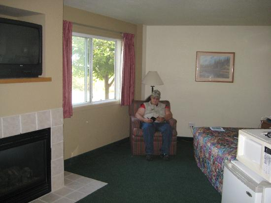 AmericInn Lodge & Suites Oscoda - AuSable River: Fireplace Suite