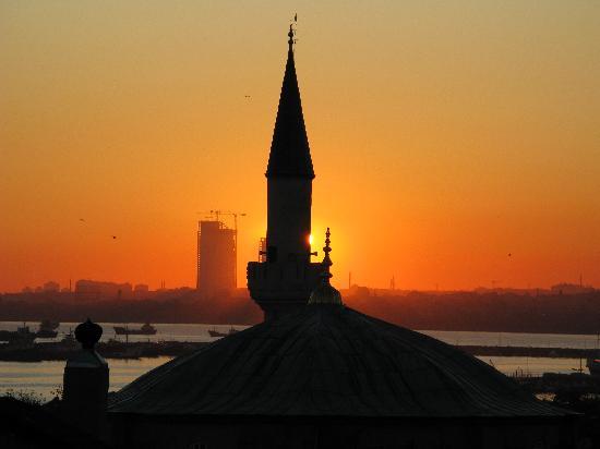 โรงแรมอามิร่า อิสตันบูล: Sunset from roof terrace