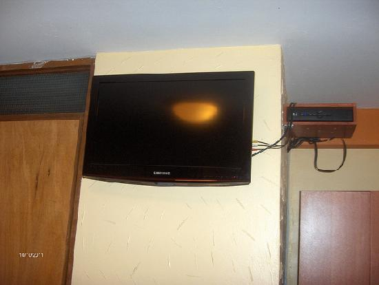 Hostal Inti Quilla: LCD TV on the wall.