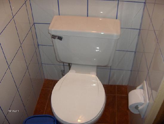 Hostal Inti Quilla: Clean bathroom