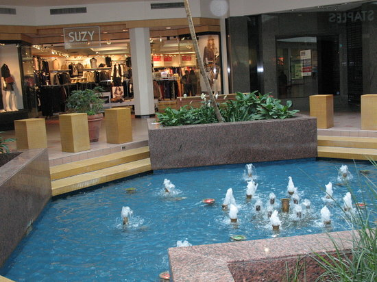 Portage Place: Dancing fountain