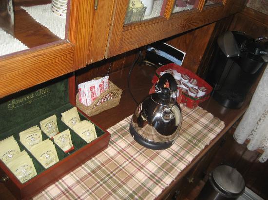 Atlantean Cottage: tea and coffee selections - quite extensive tea!