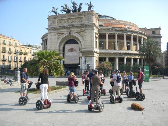 CSTRents - Palermo Segway PT Authorized Tour: Piazza Castelnuovo