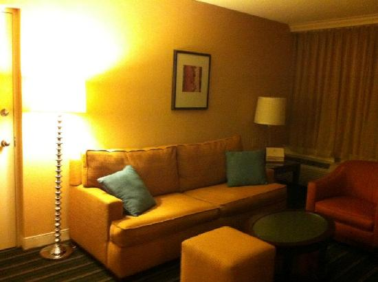 Crowne Plaza Hotel Fairfield: Living Room