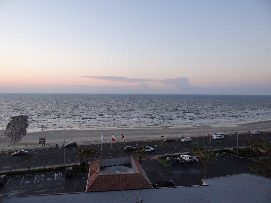 Holiday Inn Resort Galveston-On The Beach: View From Rm 811