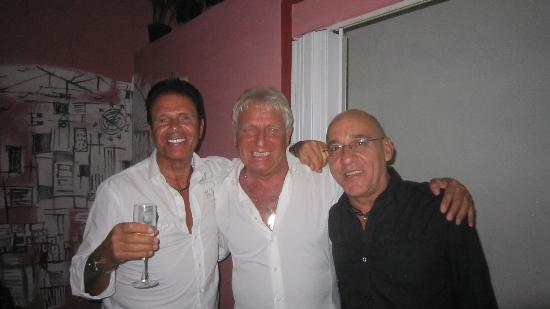 La Casa de Marytere : Con mi vecino Arturo y nuestro amigo cubano