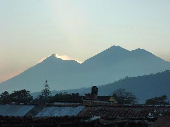 Hotel Posada Dona Luisa: Volcano views