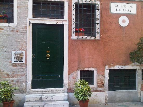 Ca'Contarini 3026: The doorstep