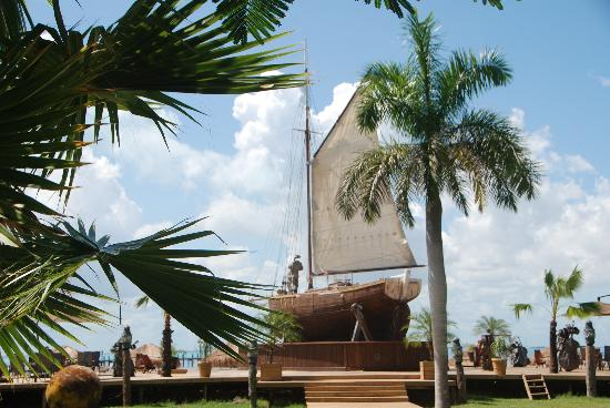 Captain Dulche's Museum: Sail Around Bar