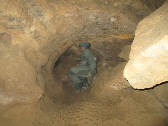 Caving Under Budapest: Entering a passageway