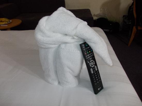 Premier Inn Dubai Investments Park Hotel: towel artdeco by the housemaid