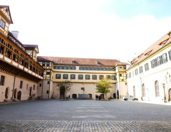 Tübingen, เยอรมนี: Courtyard within the castle