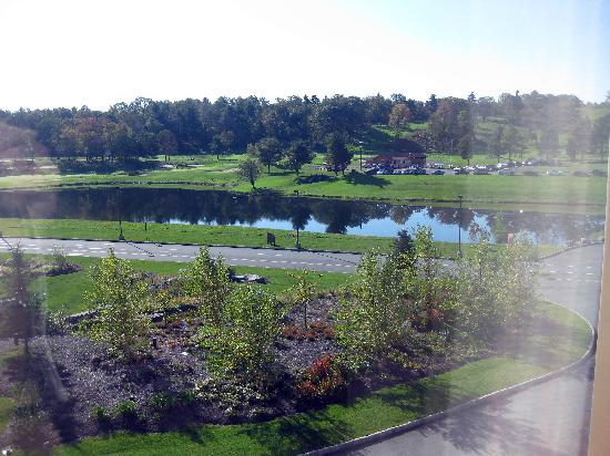 Mount Airy Casino Resort: A view of the lake & Golf course from rm. 304