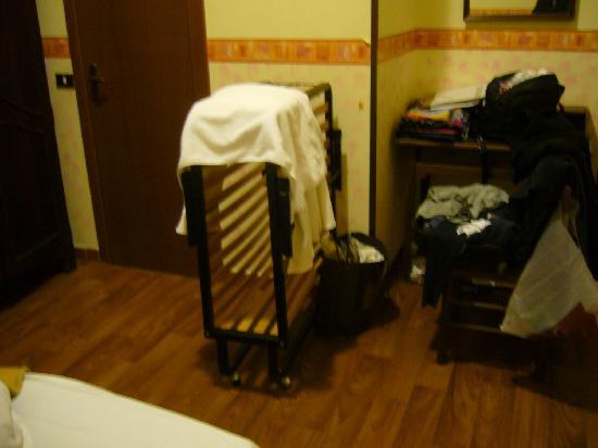 Hotel Gabriele: Folding bed