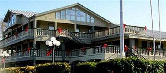 Sunday House Inn : Best Hotel in Town!