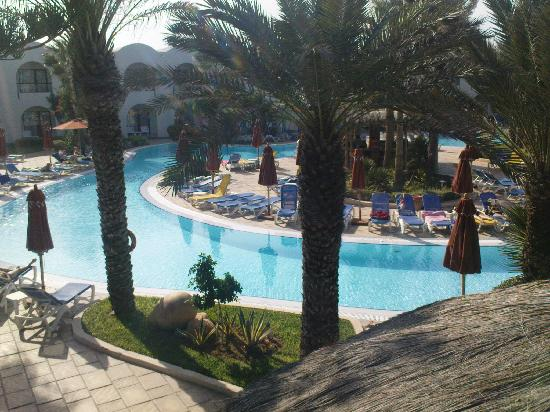 SENTIDO Djerba Beach : A view from the sunbathing balcony.