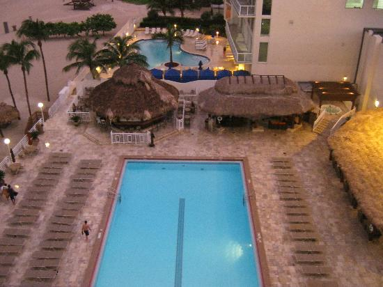 Newport Beachside Hotel and Resort: swimming pool