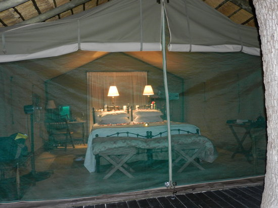 Tanda Tula Safari Camp : Tent cabins were roomy and airy...loved hearing the animals