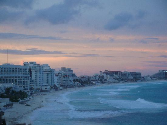 The Westin Resort & Spa, Cancun: as the sun is setting