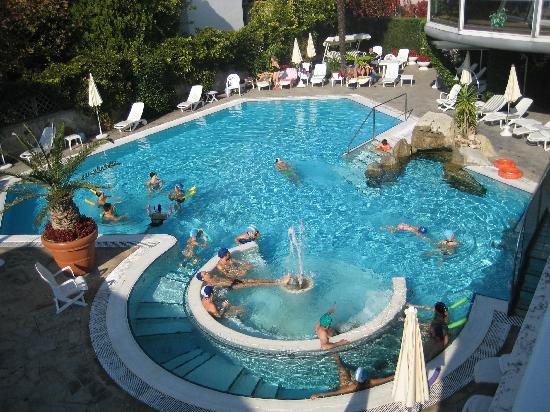 Piscina estera molto bella picture of hotel formentin abano terme tripadvisor - Hotel mioni pezzato ingresso piscina ...