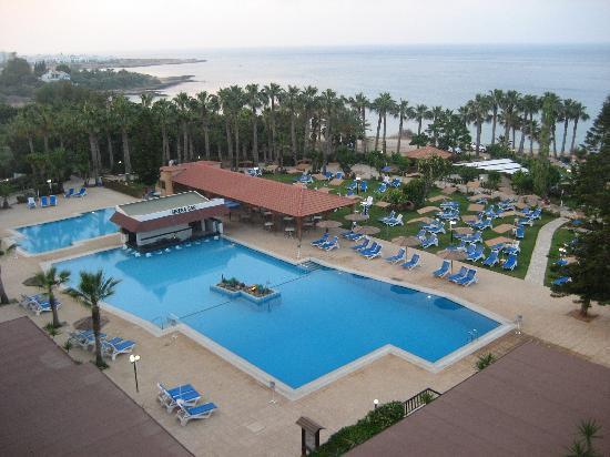 Cavo Maris Beach Hotel : vista delle camere lato mare