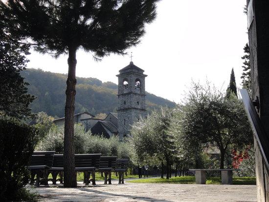 Abbazia di Piona: Chiesa vista dalla Grotta