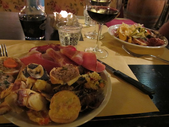 Vico Furbo: A very full antipasto plate, great selection