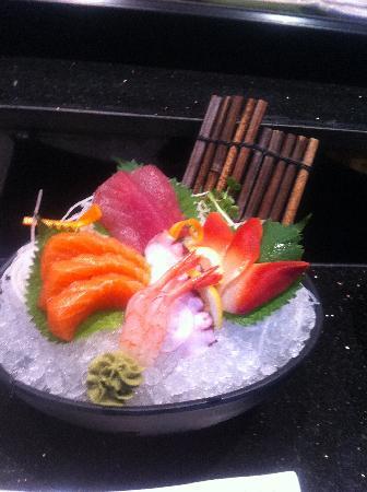 Sumo Sumo Sushi Bar & Grill: Assorted Sashimi