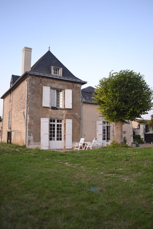 La Guertiere Chambres D'hotes: House from the garden