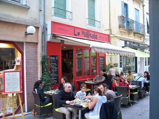 Le Mallicolo : Outside dining - quiet pedestrian only street
