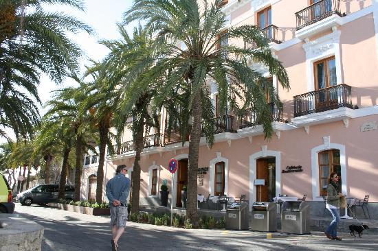 Hotel Mirador de Dalt Vila : hotel from street