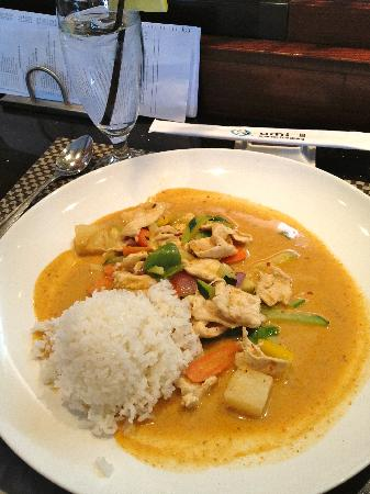 umi: Thai Green Curry Chicken