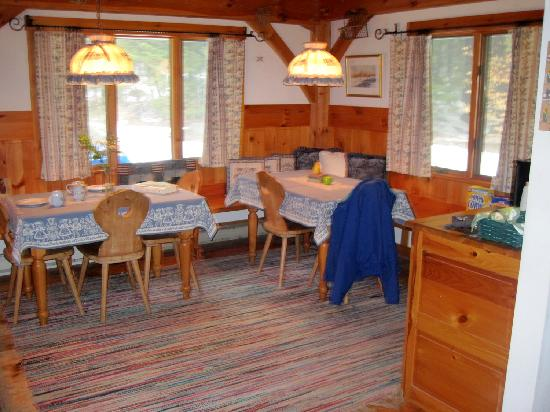 Mont Vernon, NH: Another view of the Stube (common room)
