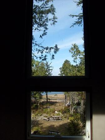 C&N Backpackers-Ucluelet: view from the living room