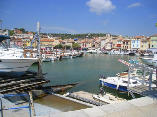 cassis port town picture of l 39 avila cassis cassis tripadvisor. Black Bedroom Furniture Sets. Home Design Ideas