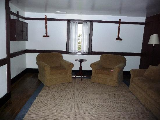 Shaker Village of Pleasant Hill - The Inn: Farm Deacon's Shop - living room