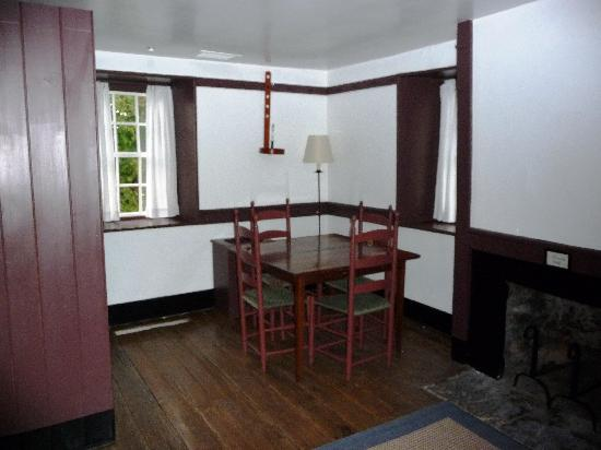 Shaker Village of Pleasant Hill - The Inn: Farm Deacon's Shop - dining area