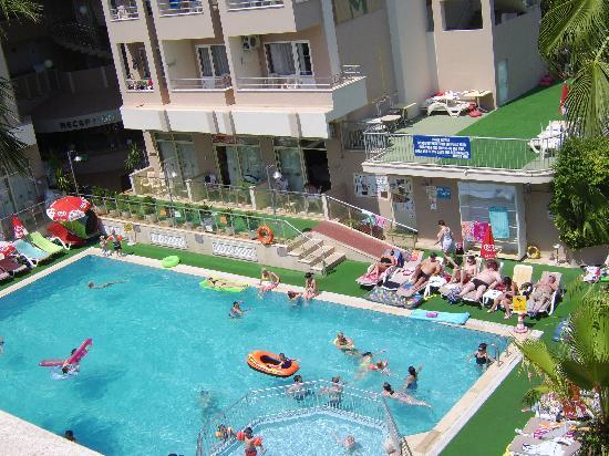 Club Atrium Apartments: Hotel pool